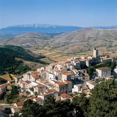 Wanderreise durch die Nationalparks der Abruzzen: Castel del Monte