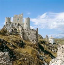 Kulturwanderunen in Abruzzen: Rocca Calascio, Campo Imperatore