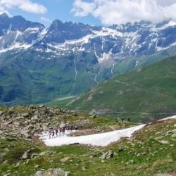 Zum Colle Fenêtre de Durand, Hintergrund: Berge am Grand San Bernard