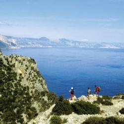 Gipfelbesteigungen und Küstenwanderungen auf Sradinien